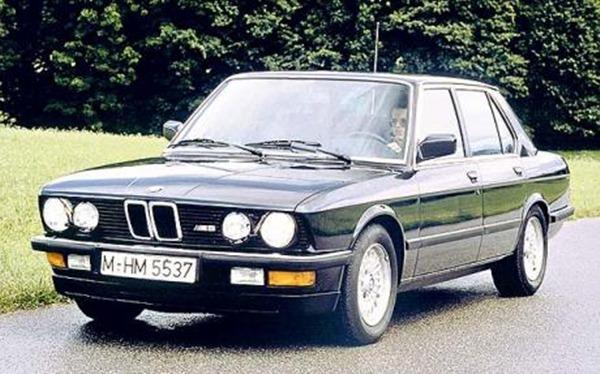 BMW-E28-M5_1581933c