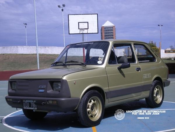 Fiat 133 TOP, última versión producida, sólo en 1.982. Sobre su estética… nos abstenemos de hacer comentarios…